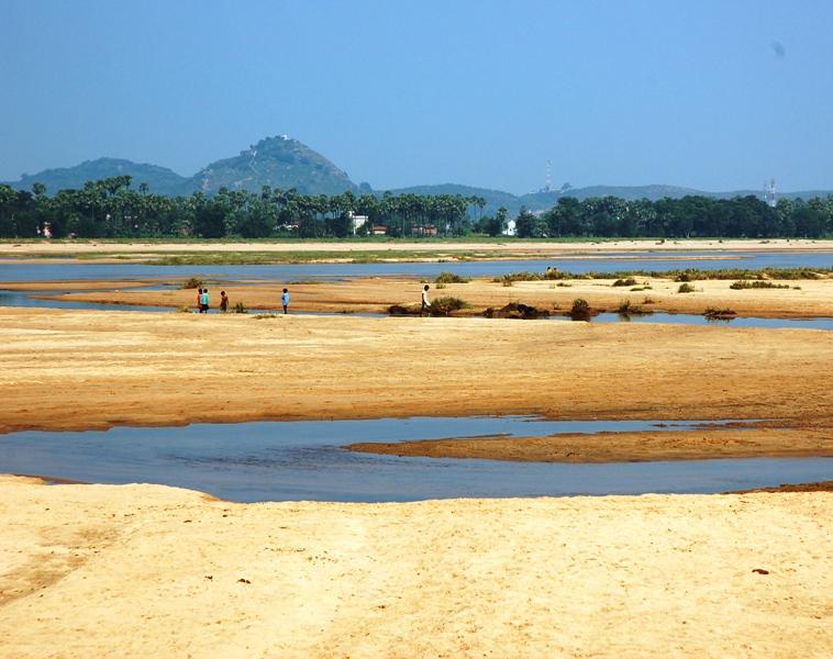 Falgu river along the way from gaya to Bodhgaya