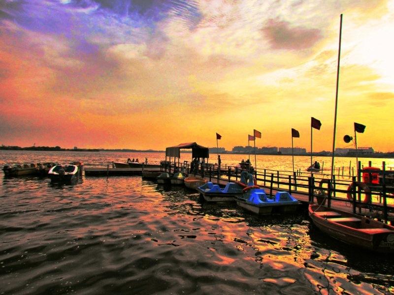 An evening at muttukadu boating house