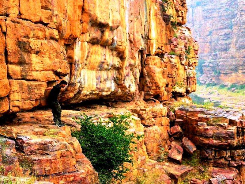 Along the steep gorges canyon, Gandikota