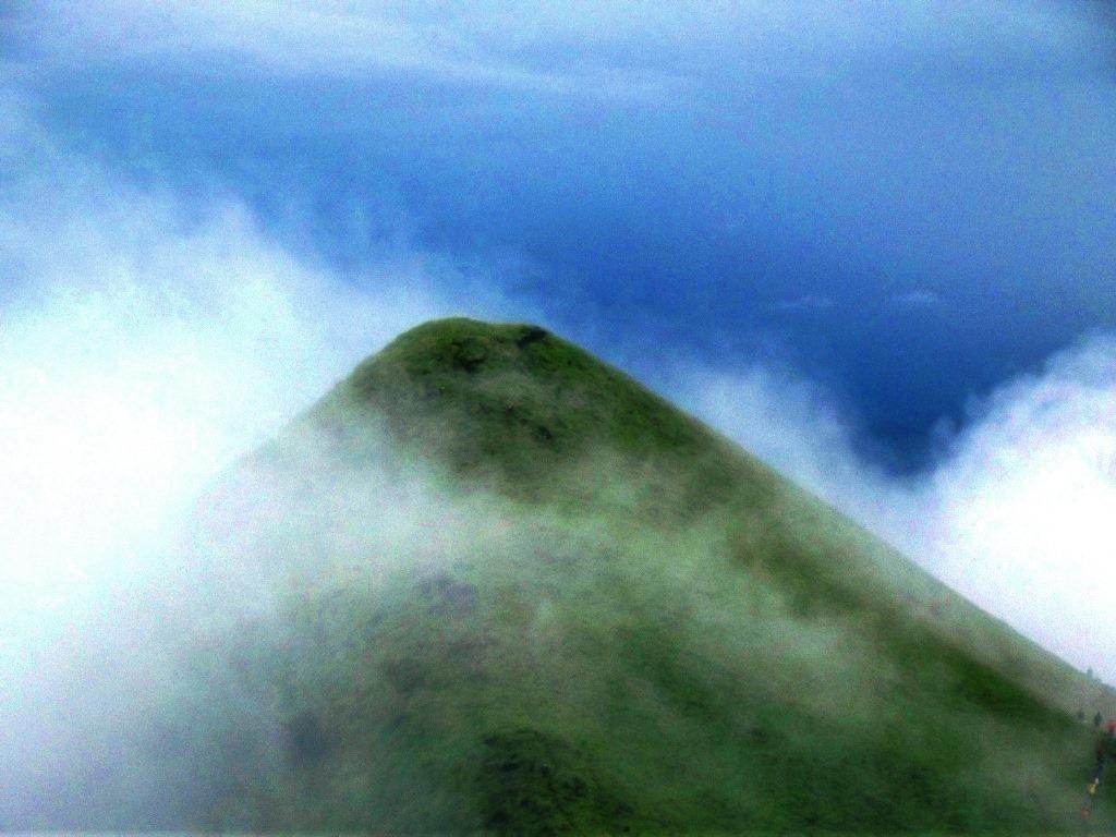 Kumara parvatha trek and soft clouds