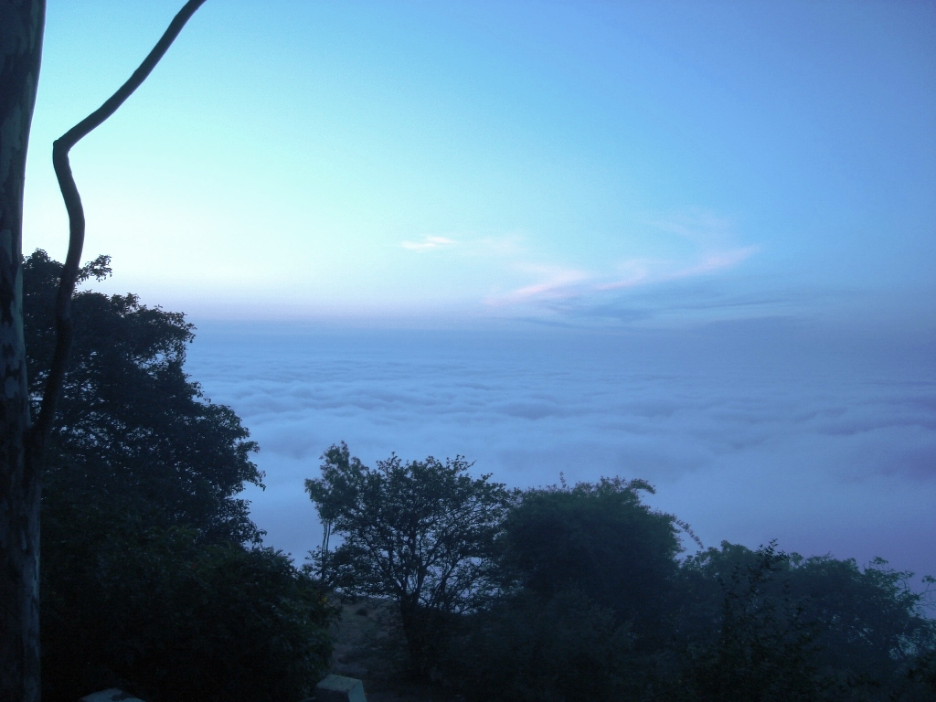 Skandagiri sunrise clouds fogs