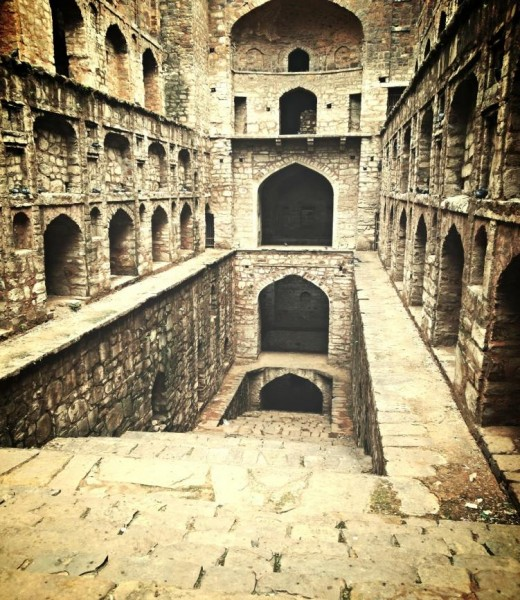 Agrasen ki baoli steps and well