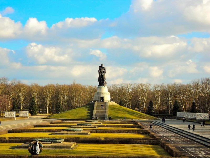 full view of the treptower park, berlin