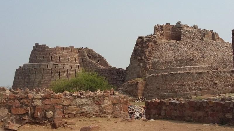 Broken fort walls for Tughlaqabad fort