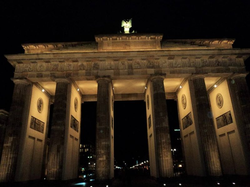Brandenburg gate berlin (1)
