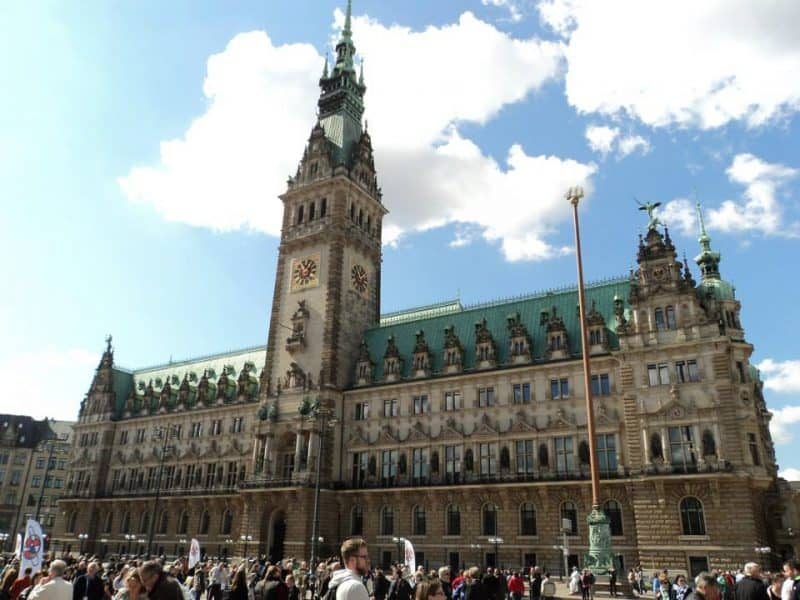 Hamburg Rathaus from front