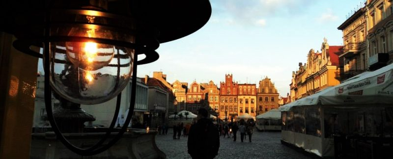 1-sunset-lights-on-in-poznan-old-town-square