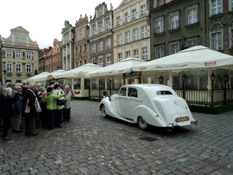 a-white-car-center-of-attraction-in-old-town-square-of-poznan