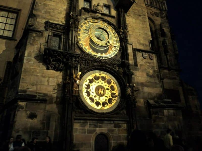 prague-astronomical-clock-in-old-town-square