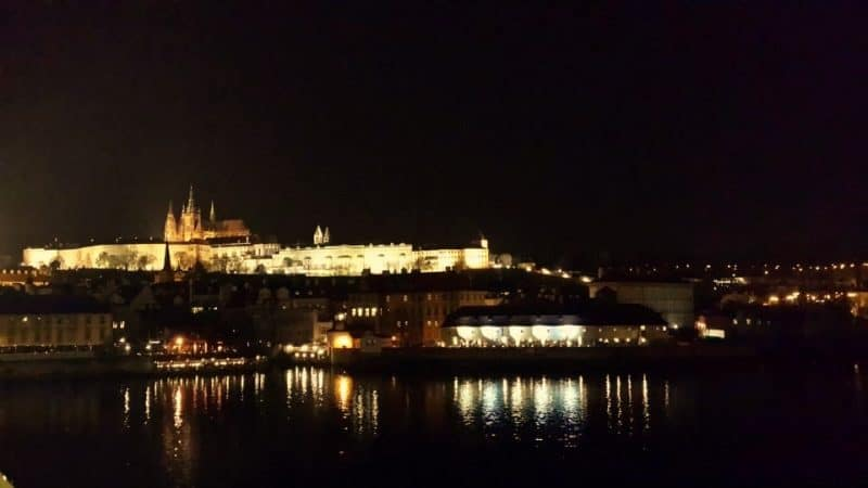 prague-castle-in-night