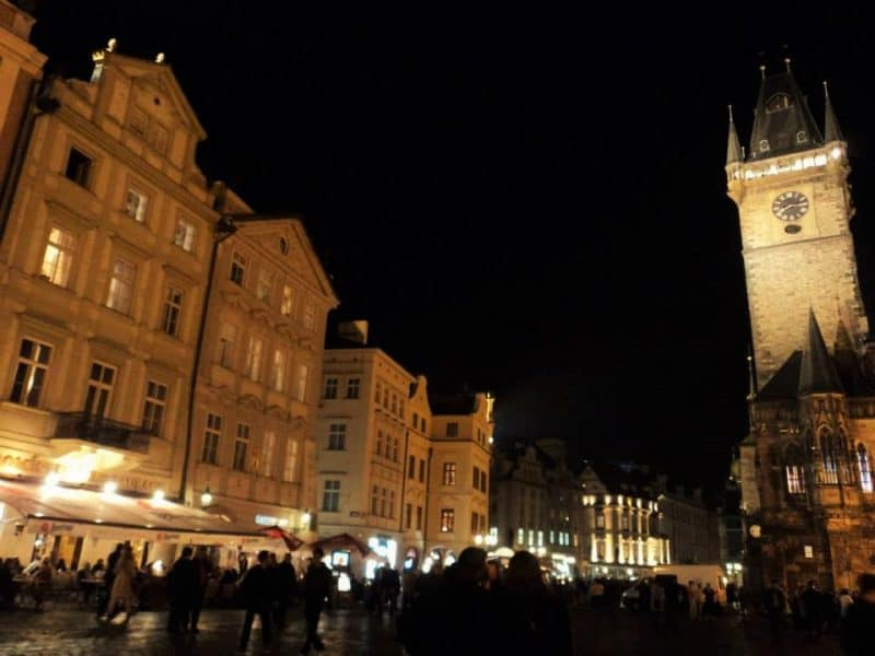 prague-old-town-square-in-night