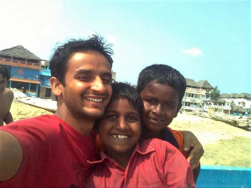 kids-playing-in-mahabalipuram-beach