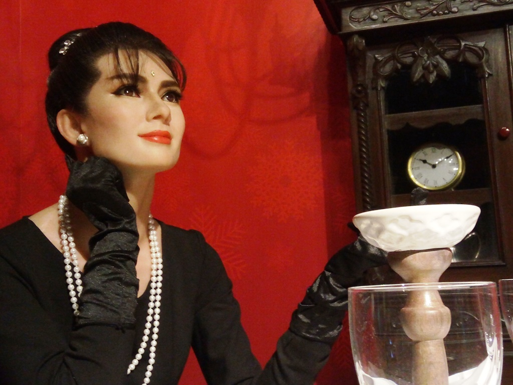 Audrey Hepburn statue at Kolkata wax museum