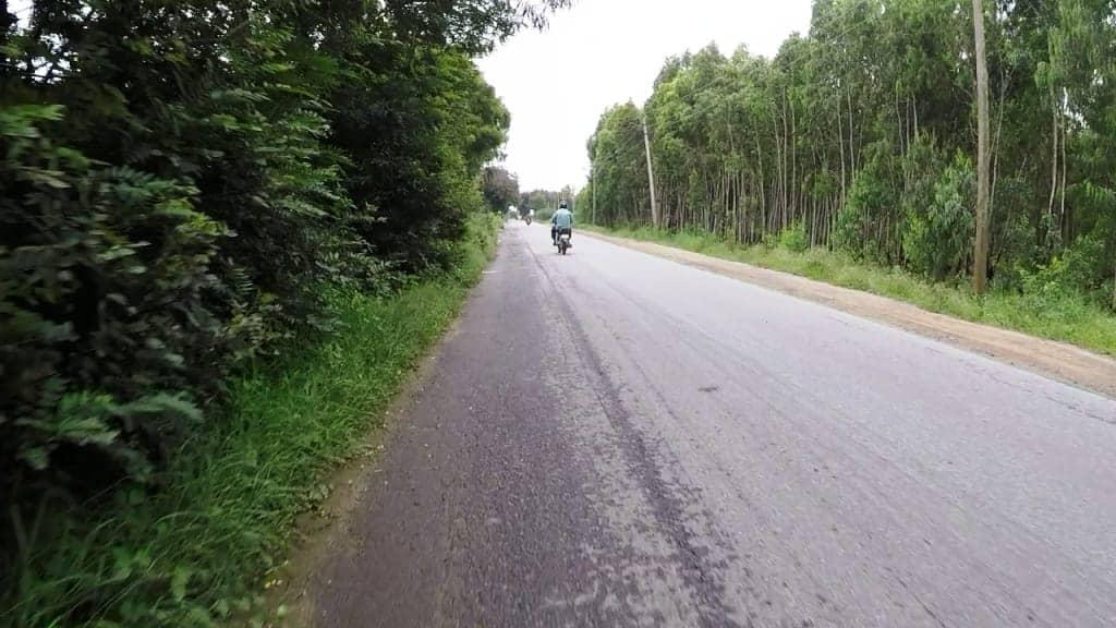 On the way to Muthanallur lake
