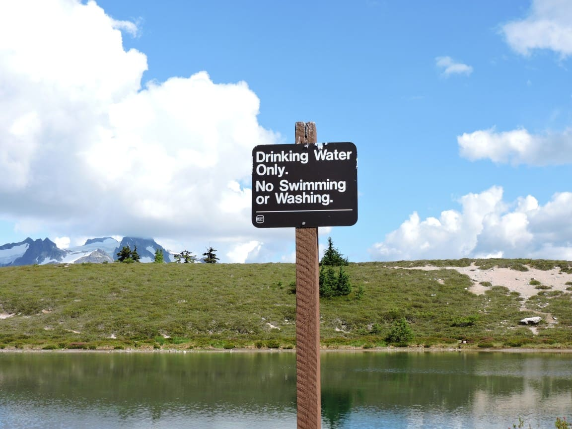 Elfin lakes - second lake warning sign