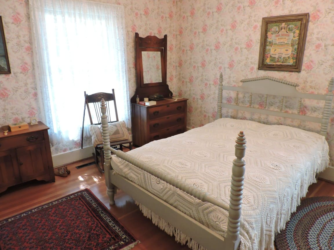 Elworth's bed room
