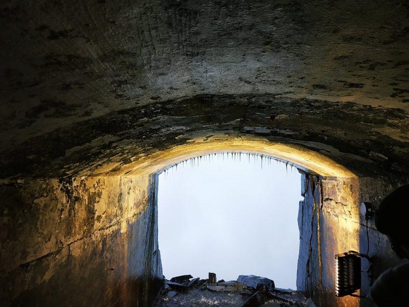 Niagara falls cave