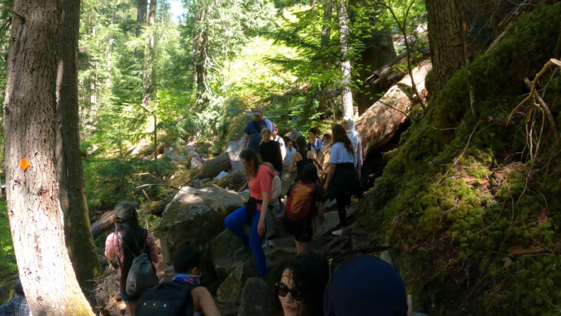 Lindeman-Lake-Hike-crowded-on-weekends