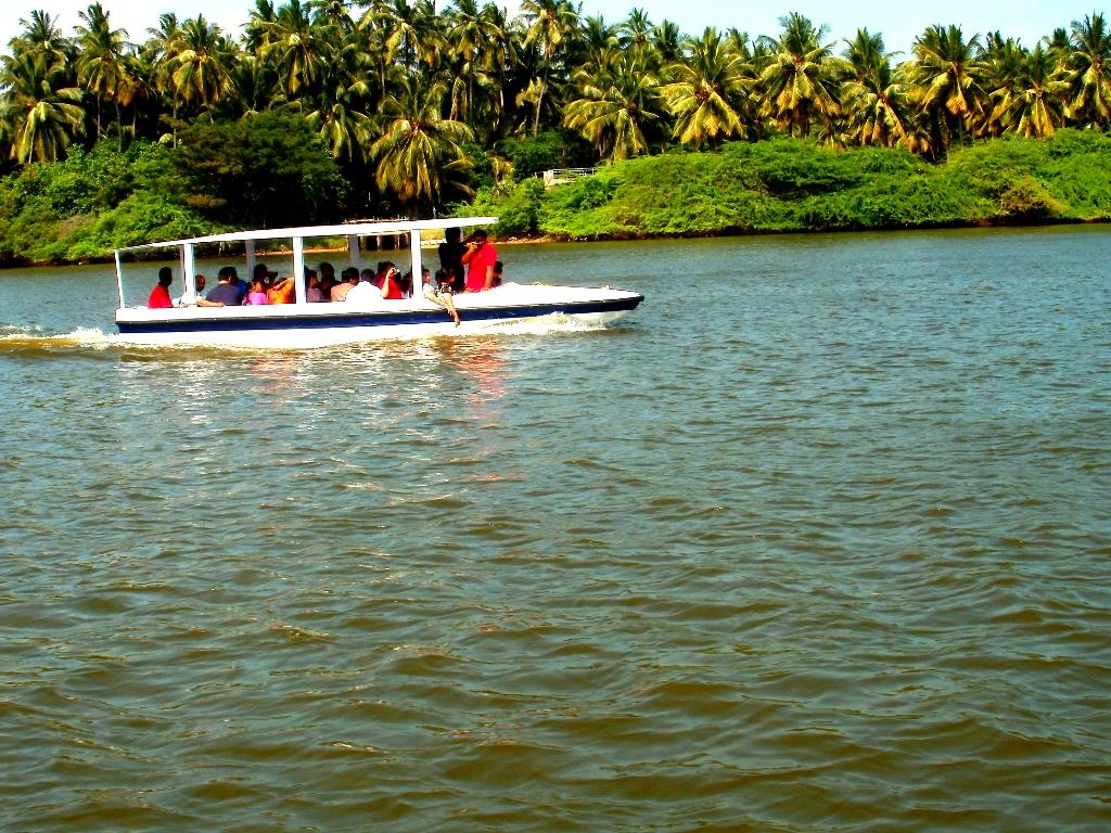 Boating on chunnambar backwaters