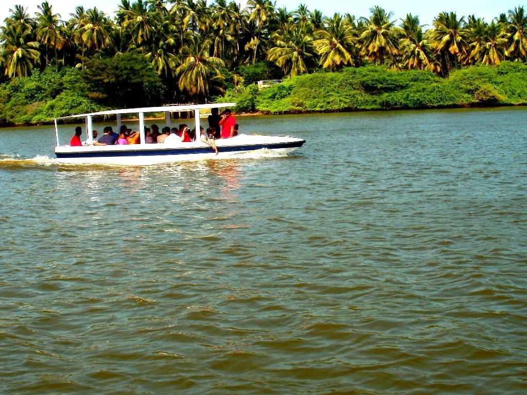 Boating on chunnambar backwaters