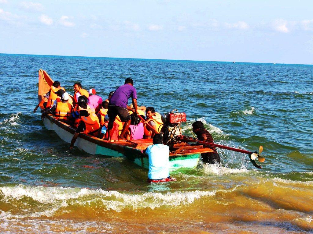 Leaving for mid- sea diving at Kovalam, Chennai