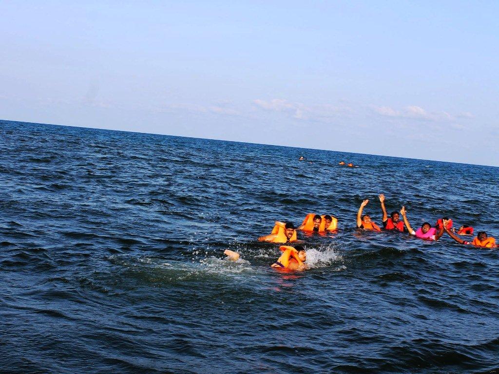 Mid sea swimming