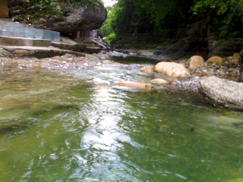River toss, Tapkeshwar Mahadev